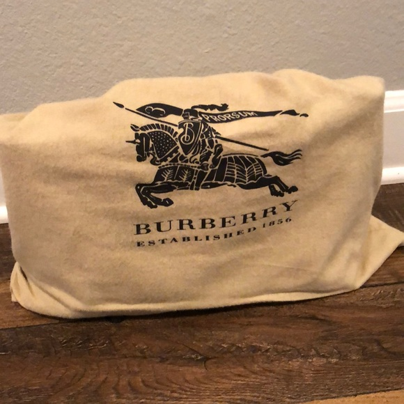 Burberry Handbags - Women's Burberry tote bag